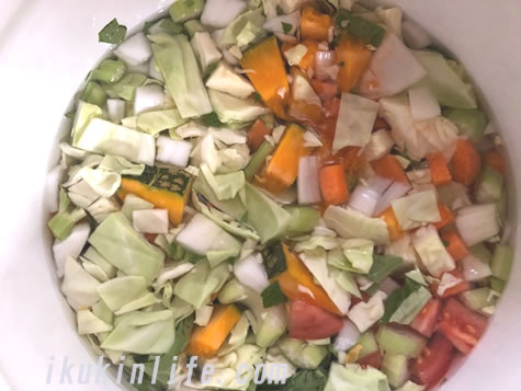 最強の野菜スープを煮込みます。